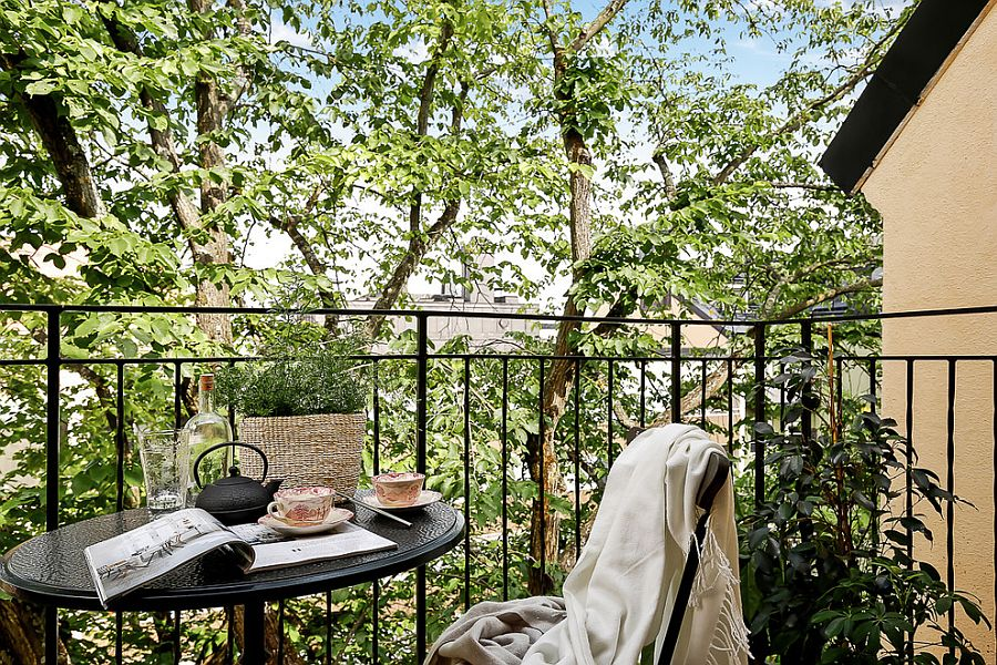 Small breakfast zone and reading space in the tiny balcony
