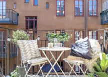 Space-savvy-modern-garden-furniture-is-perfect-for-the-tiny-urban-balcony-217x155