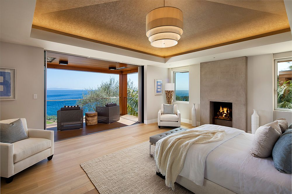 Stunning ceiling and the view outside steals the show here!