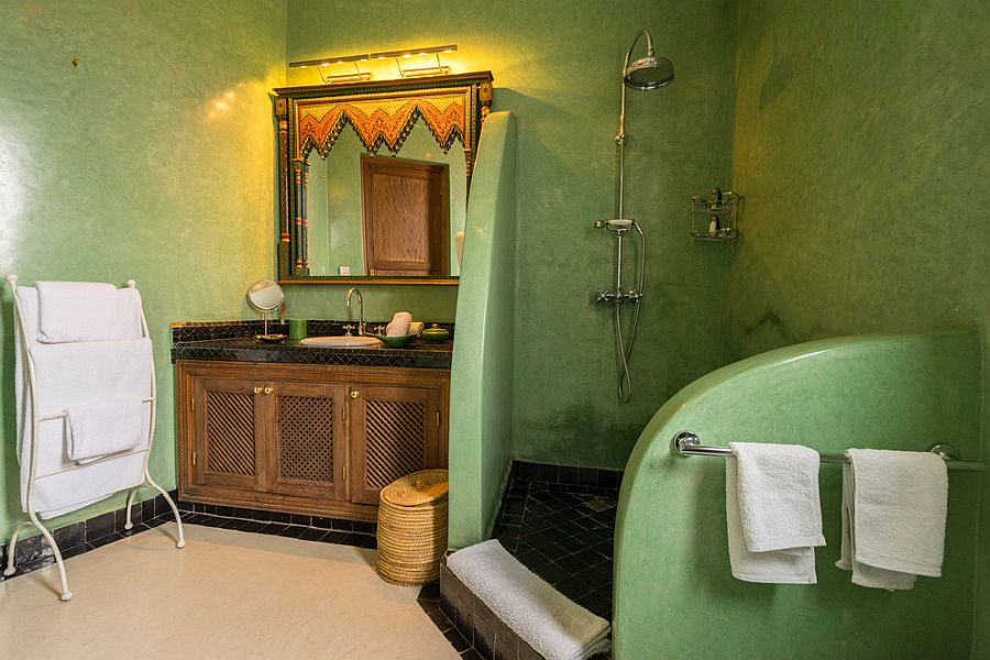 Textured walls in green for the spacious Mediterranean bathroom