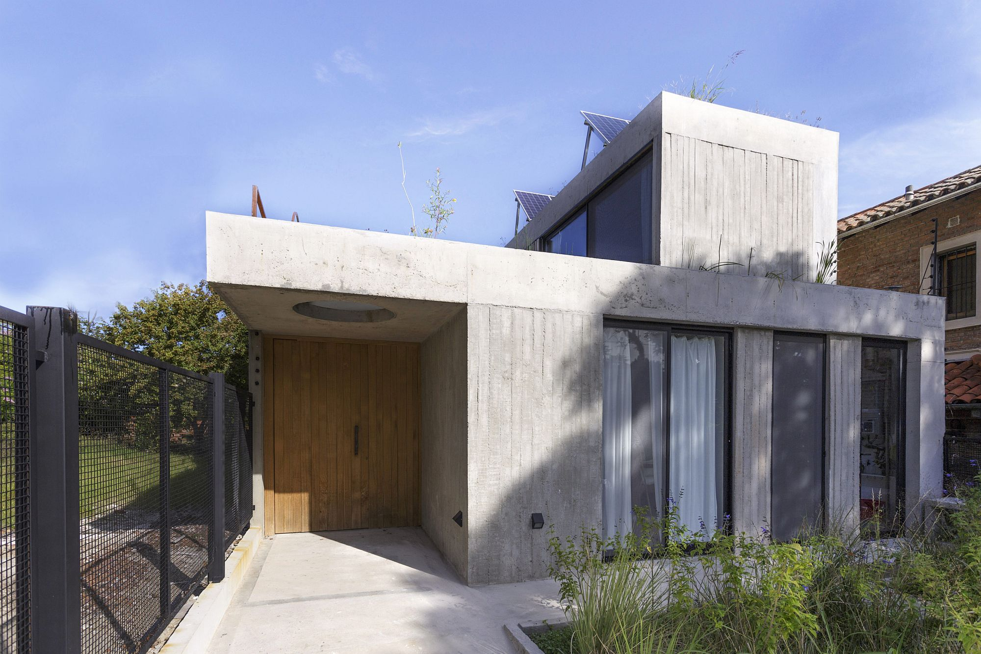 Unassuming and modern street facade of the house in concrete