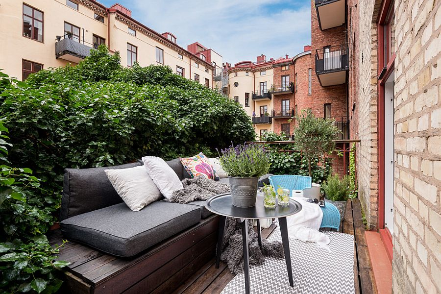 Wall-of-green-also-gives-the-balcony-more-privacy-along-with-freshness