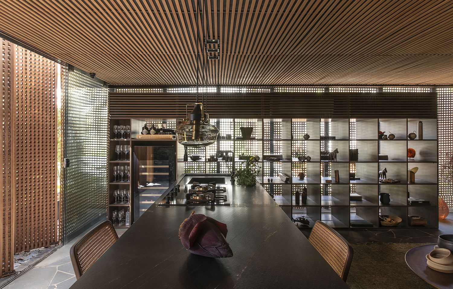 Wooden-framework-all-around-gives-the-interior-a-cozy-and-creative-appeal