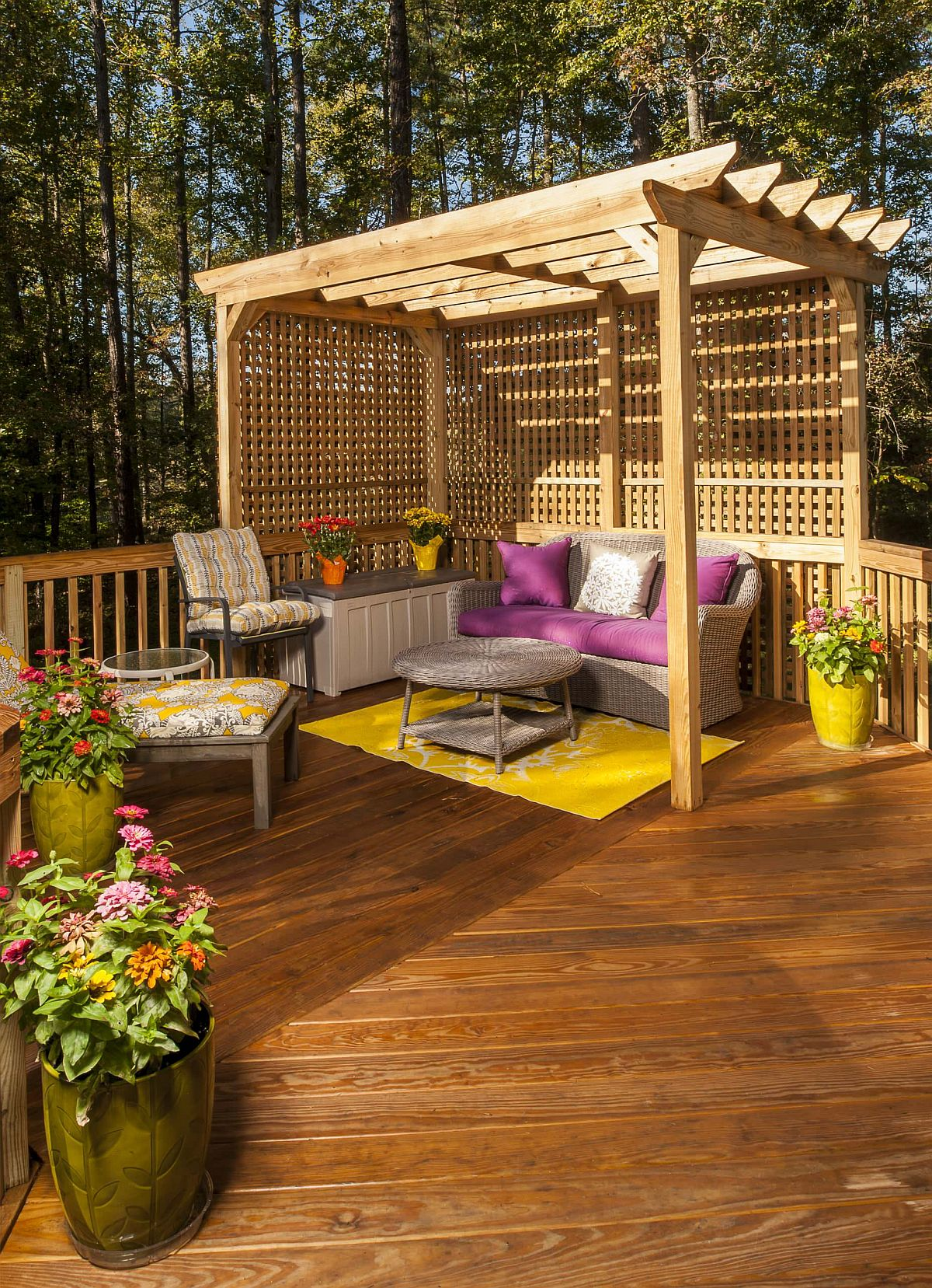 Awesome wooden pergola coupled with brilliant pops of color and flowering plants for a relaxing outdoor space