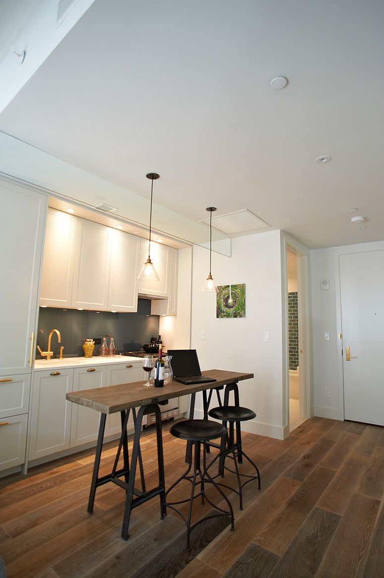 Breakfast zone in the kitchen that can also be used as home office