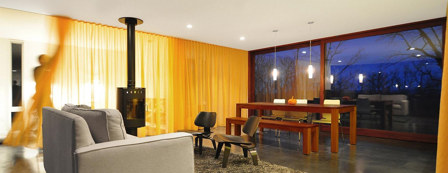 Using drapes and sliding glass doors allow to switch between privacy and lovely views