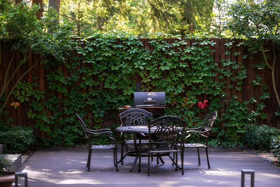 Backdrop shaped by greenery and creepers makes a big impact here