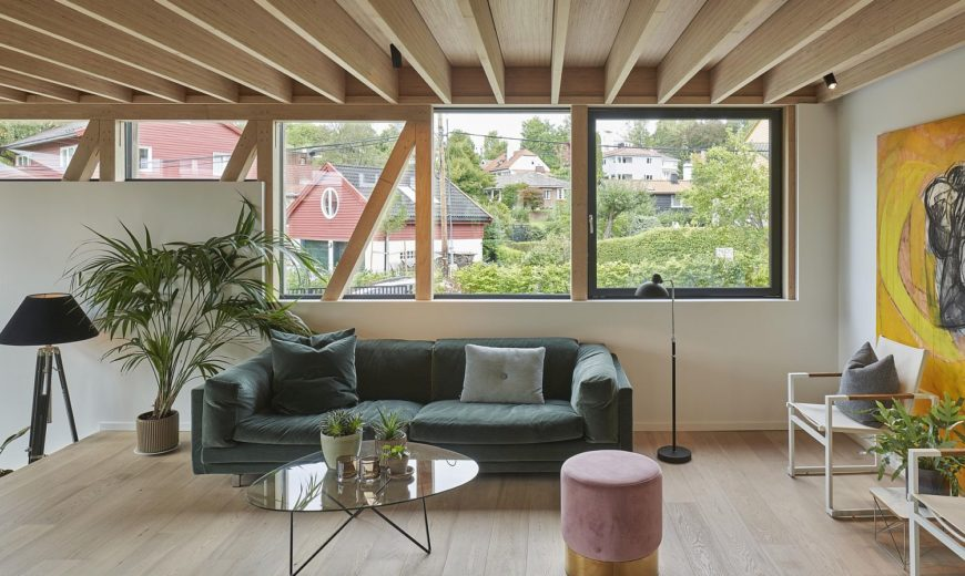 Single-Family Home Restoration in Wood Brings Together the Old and the Modern!