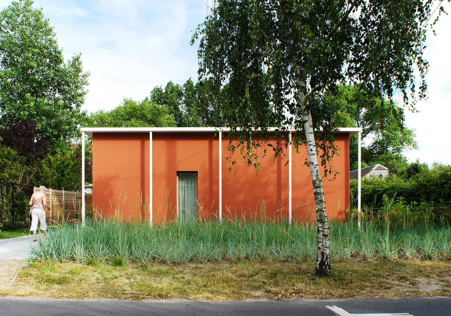 Red Earthen Charm and Modern Ease Shape this Revamped Home for Retired Couple