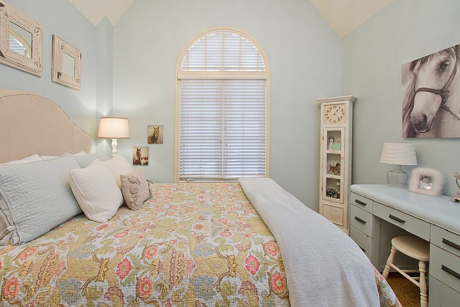 Fabulous traditional kids' bedroom in paste blue