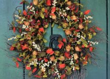 Fall-themed-wreath-that-is-both-gorgeous-and-colorful-217x155