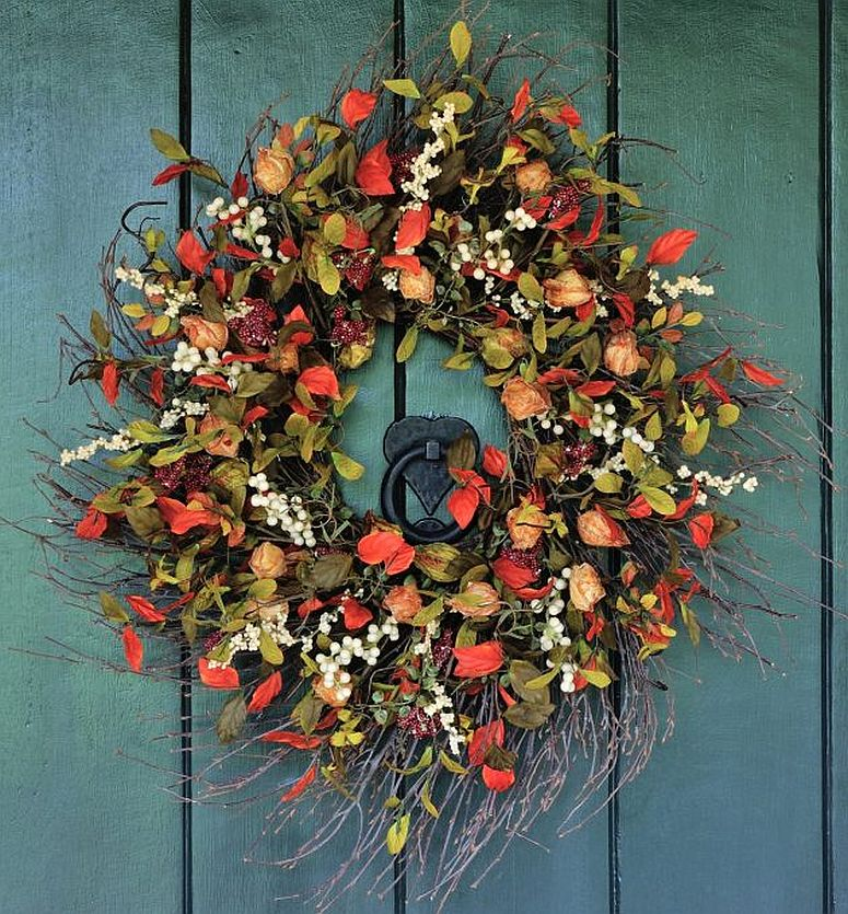Fall-themed wreath that is both gorgeous and colorful