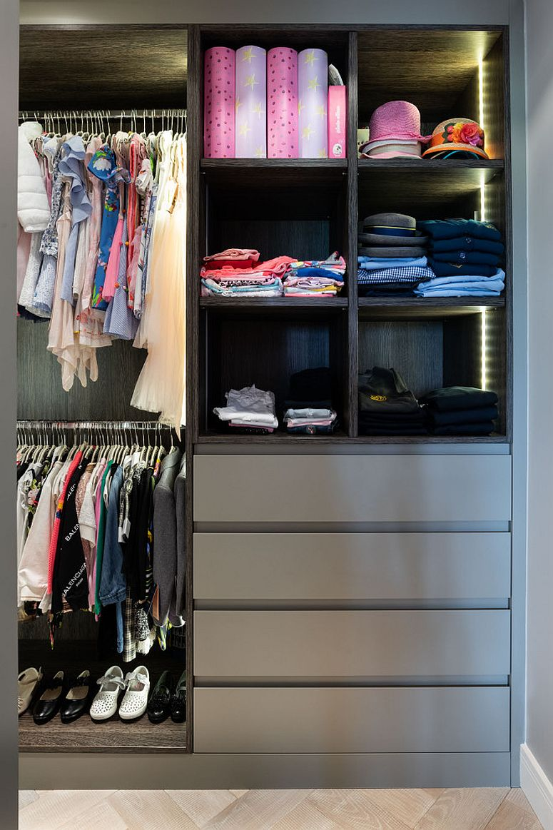 Gray closet in the bedroom is a trendy choice