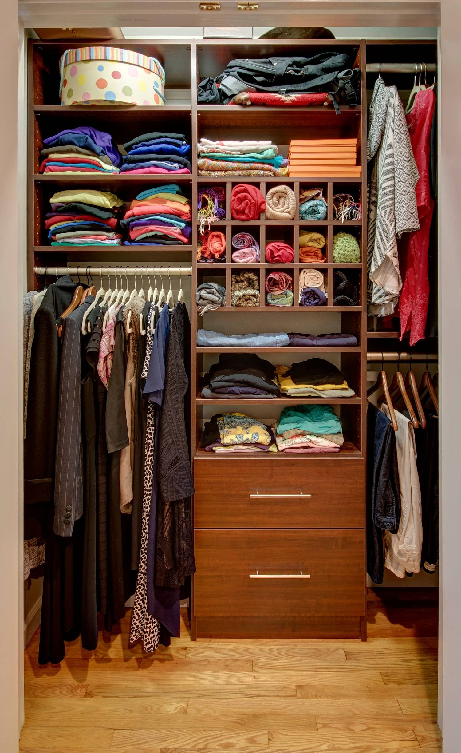 Making most of the small closet in a modern fashion