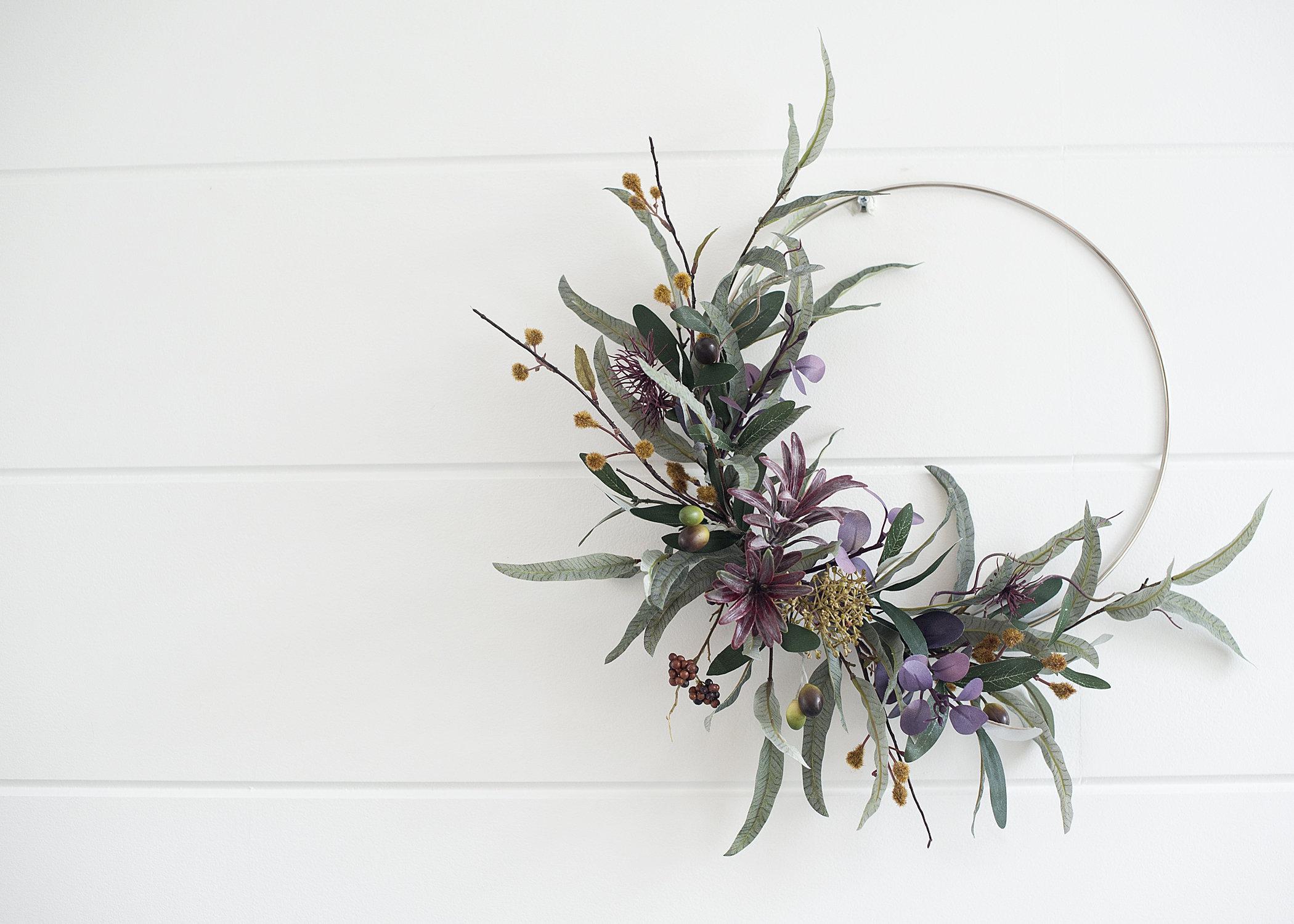 Modern olive branch wreath from Etsy shop Modsugar Design
