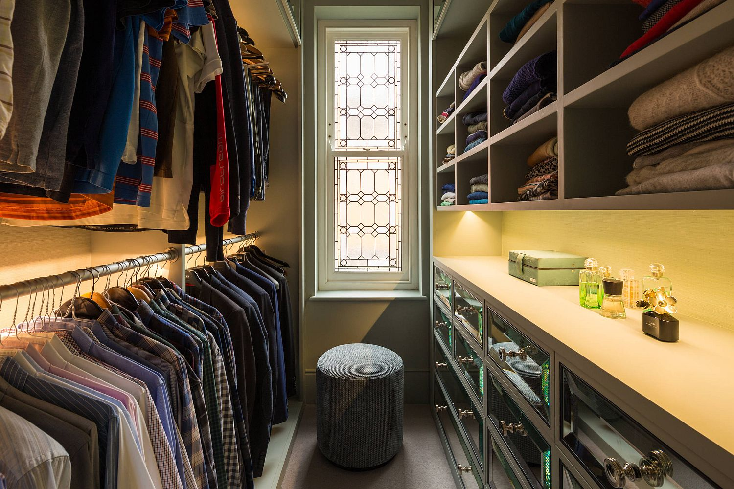Narrow and small closet organization idea
