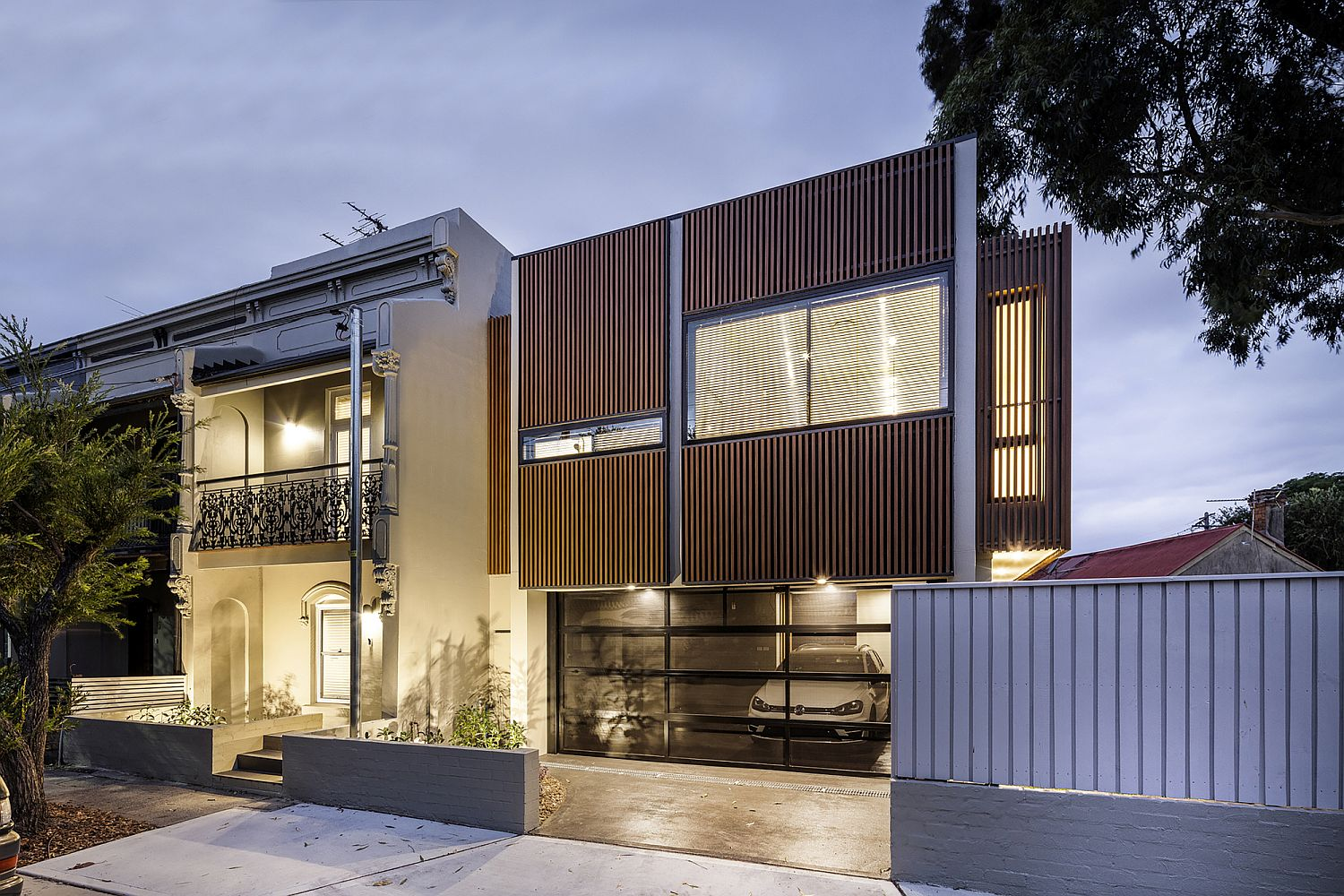 Street-facade-of-the-house-after-sunset