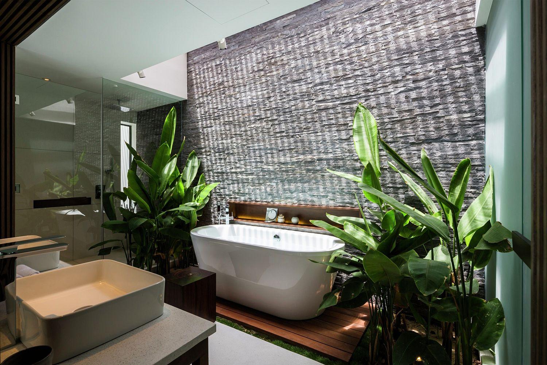Tropical-mdoern-bathroom-oozes-in-class-and-luxury