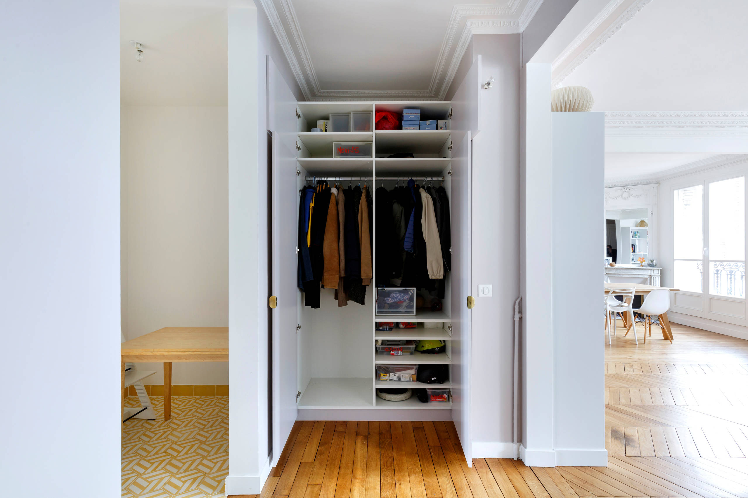 Using the small niche next to the bedroom as a closet