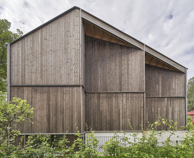 Vertical Baubuche laminated beech wood exterior of the house