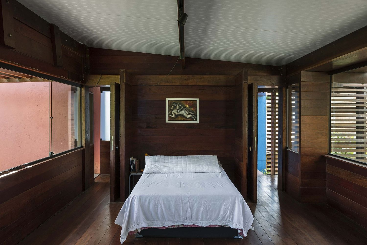 Beautiful and serene bedroom of the Brazilian home