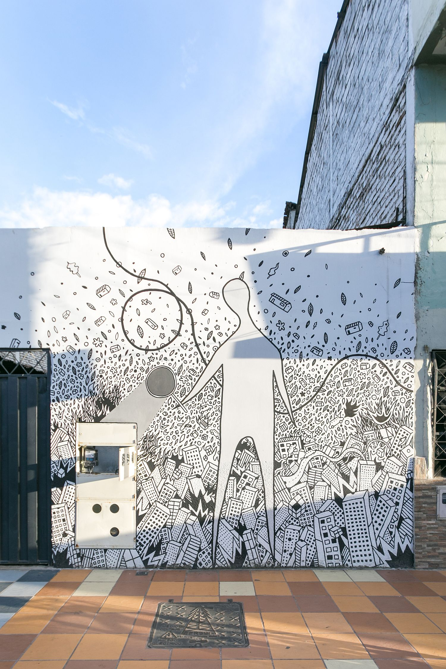 Beautiful-wall-mural-by-architect-Carlos-Valarezo-graces-the-street-facade-of-the-office