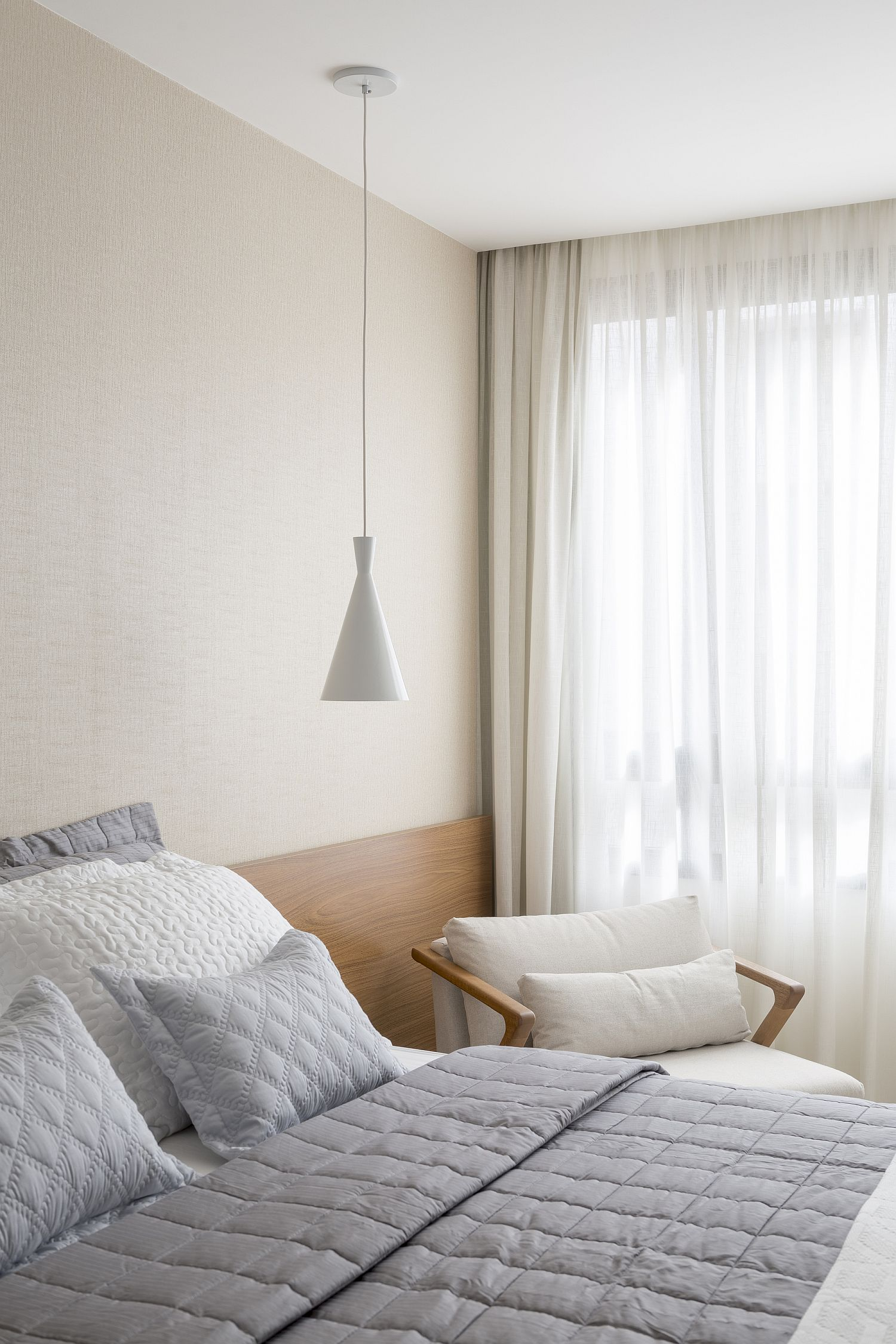 Berdoom-neutral-hues-and-ample-natural-light