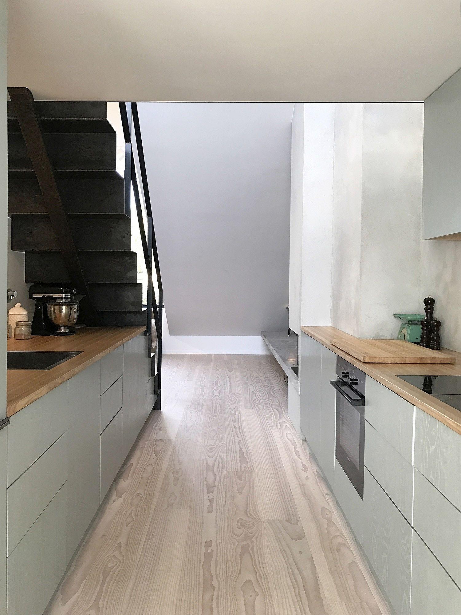 Combining light and dark elements inside the Norwegian apartment
