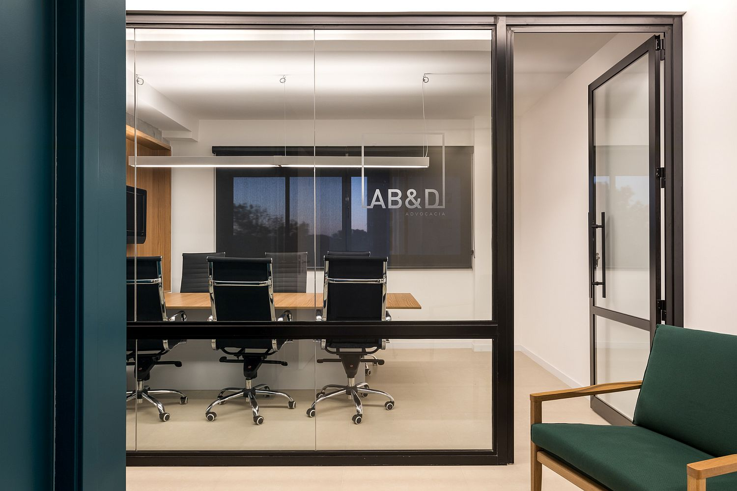 Contemporary office design in Brazil by Solo Arquitetos