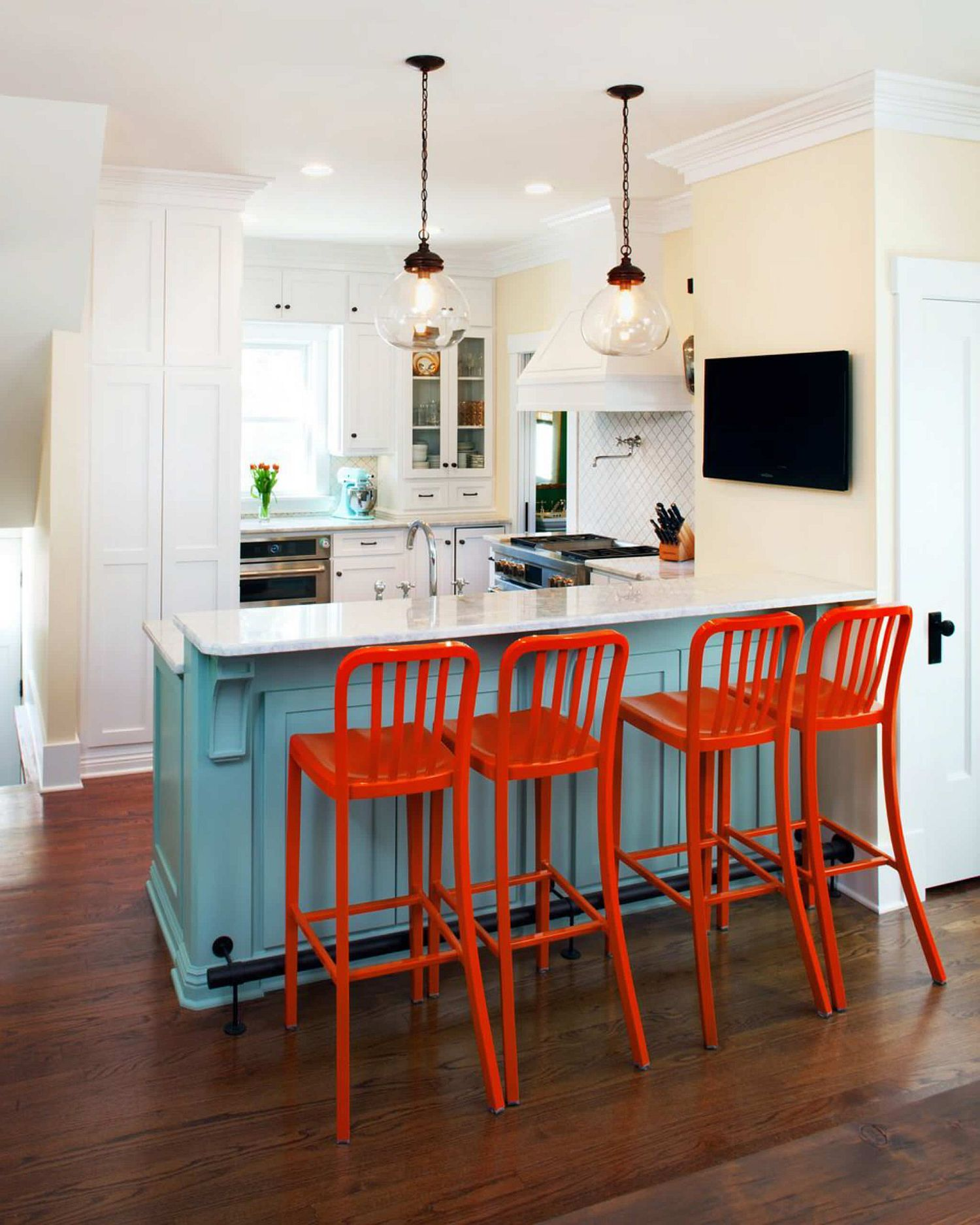 Create a lovely focal point at the breakfast bar with bright red bar stools