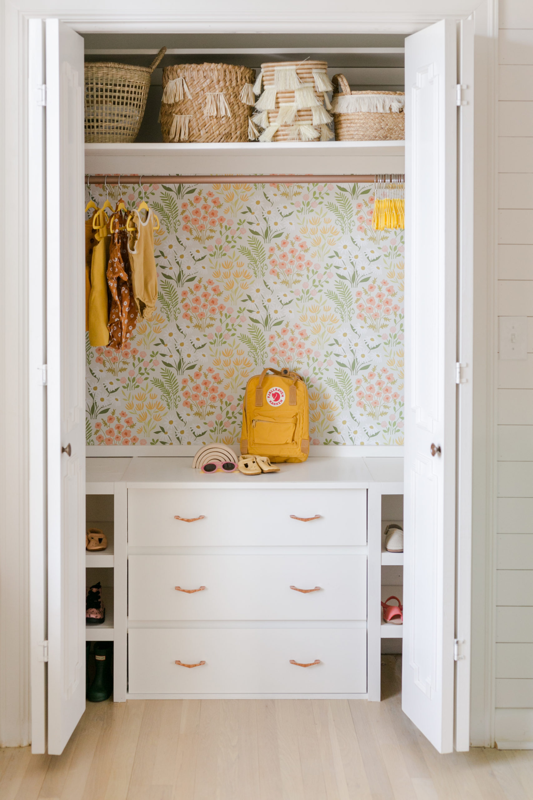 Custom-kids-closet-with-drawers-scaled