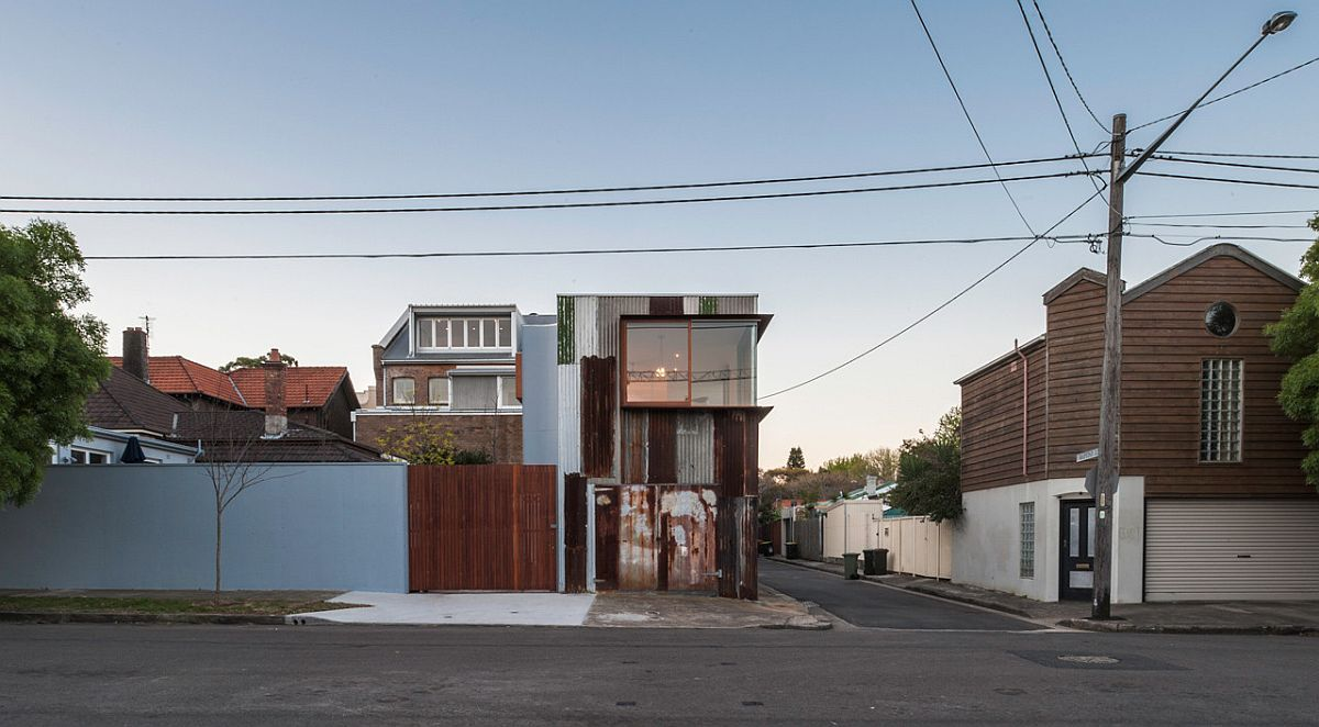 Dashing-and-stylish-street-facade-of-the-Tinshed-with-industrial-modern-appeal