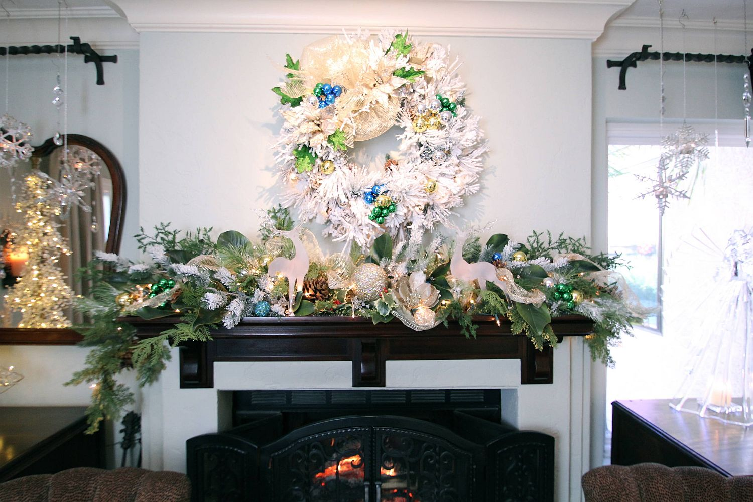 Decorating the dining room fireplace mantle for the Holidays