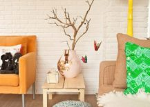 Eclectic-living-room-of-Amsterdam-home-uses-accents-in-multiple-hues-with-delightful-ease-217x155