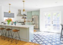 Fabulous-cottage-chic-style-kitchen-with-smart-stools-that-exude-understated-charm-217x155