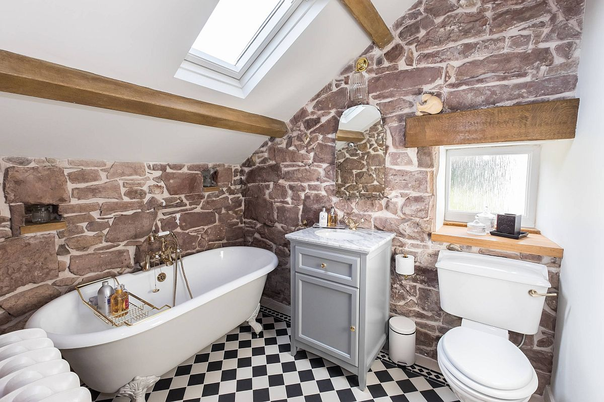 Fabulous little bathroom in white with beautiful red sandstone in the backdrop