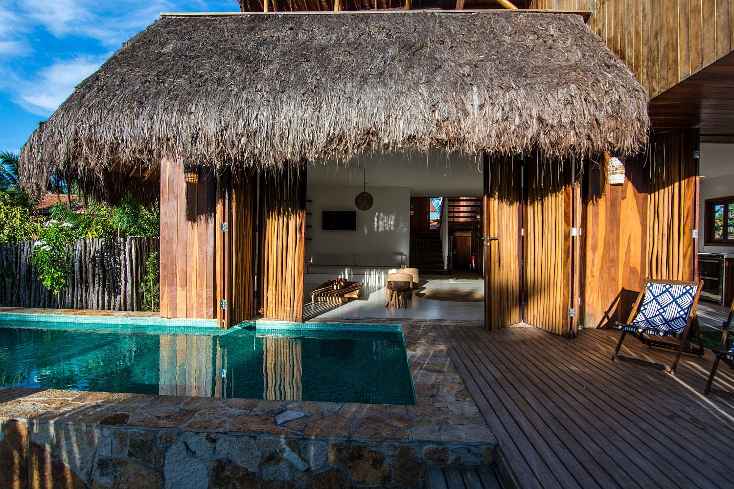 Fabulous summerhouse in Brazil with vernacular touches and piassaba roof