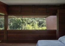 Forest-outside-adds-color-to-the-cozy-modern-bedroom-217x155