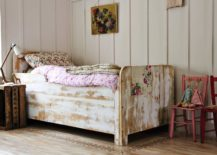 Frame-of-the-bed-adds-to-the-shabby-chic-style-of-the-room-with-its-unpolished-finish-217x155