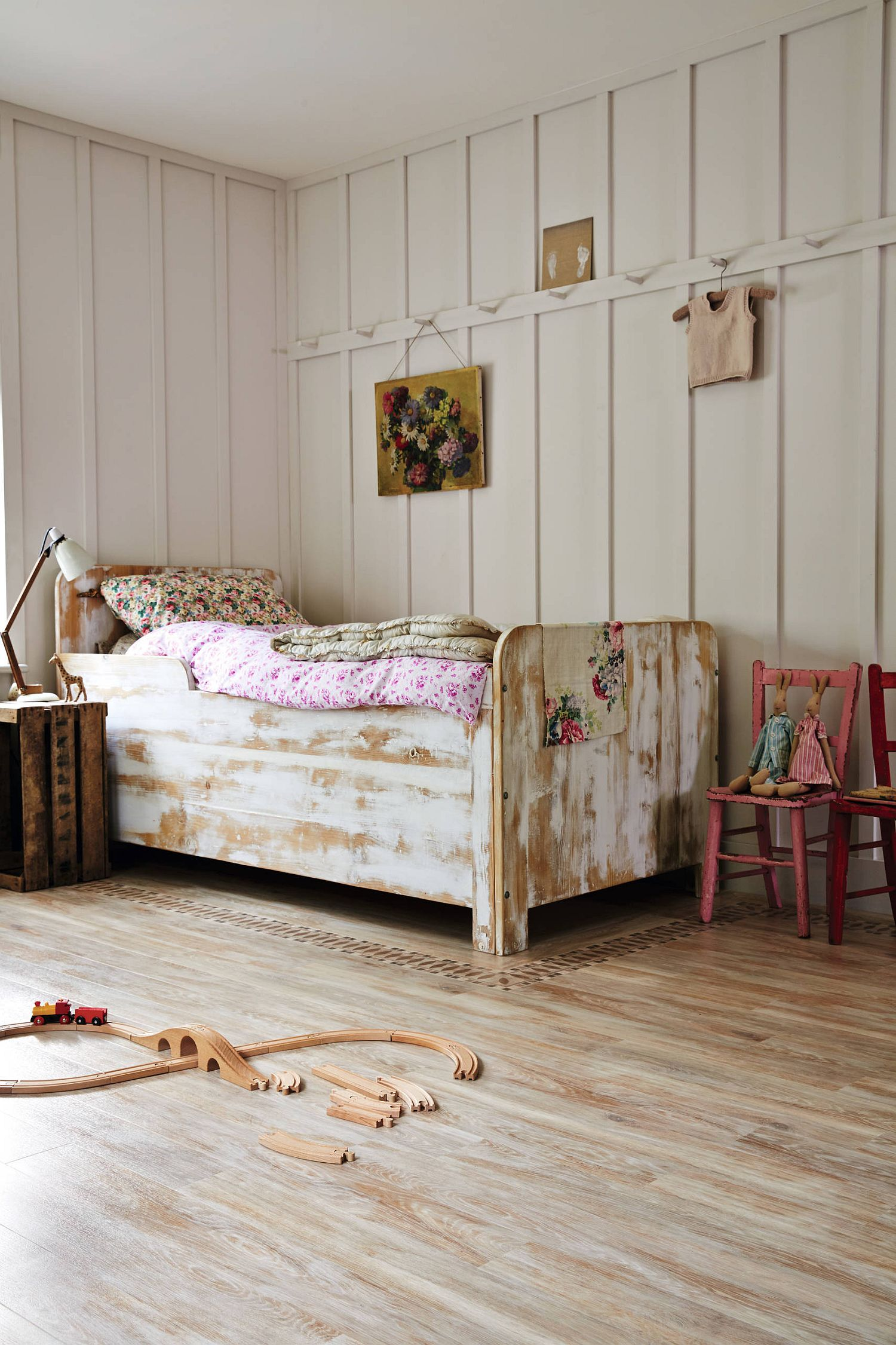 Frame of the bed adds to the shabby chic style of the room with its unpolished finish