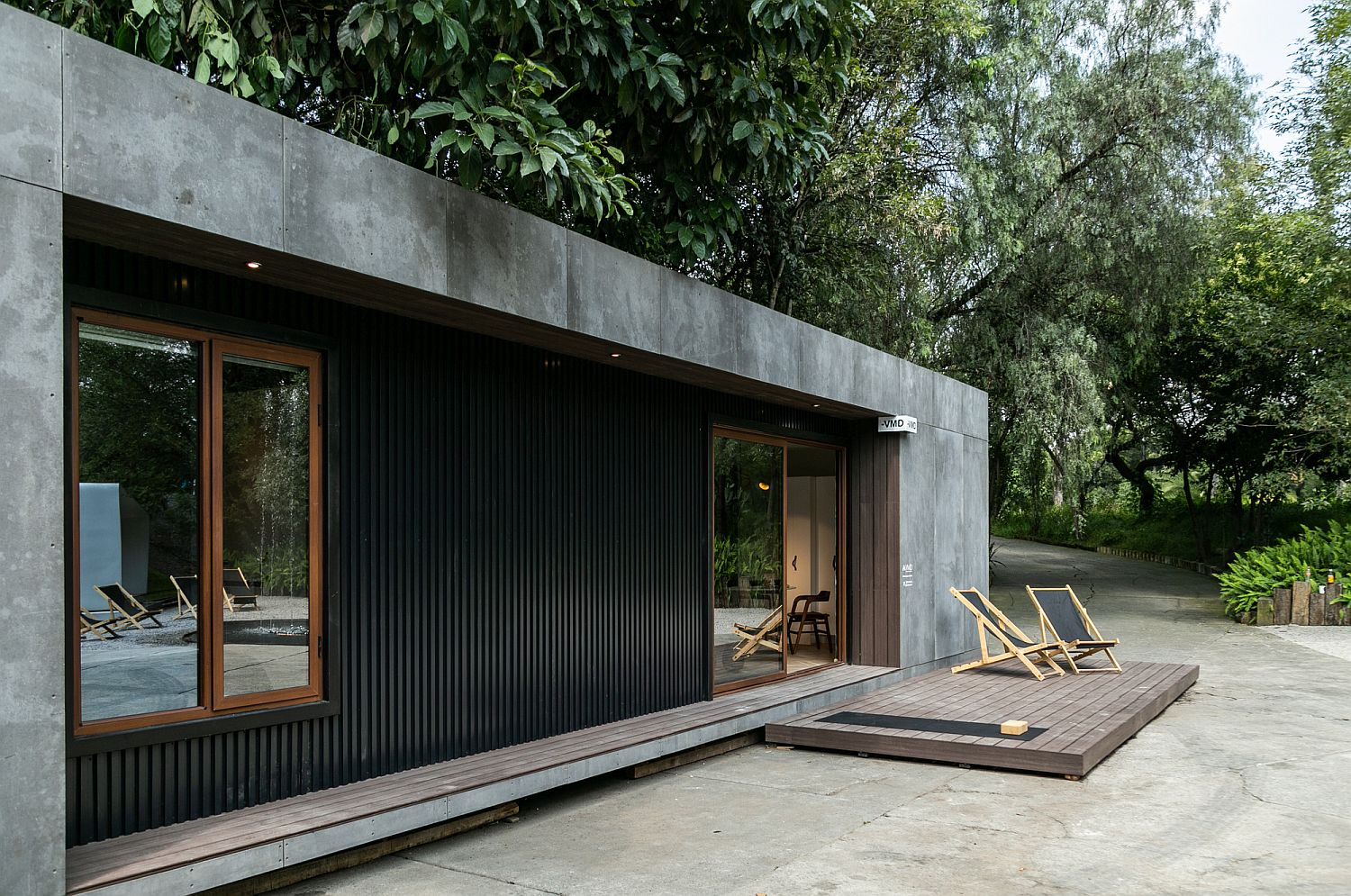 Gray and black exterior of the prefab is easy to maintain