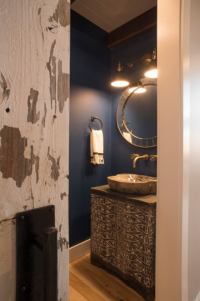 Hint of color and right lighting for the small bathroom with rustic style