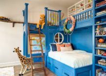 It-is-the-amazing-bunk-bed-with-custom-shelves-steals-the-show-in-here-217x155