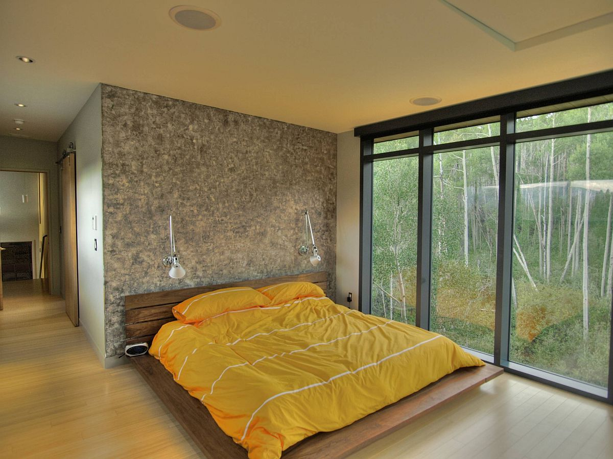 Minimal-platform-bed-in-wood-looks-good-even-in-the-contemporary-bedroom