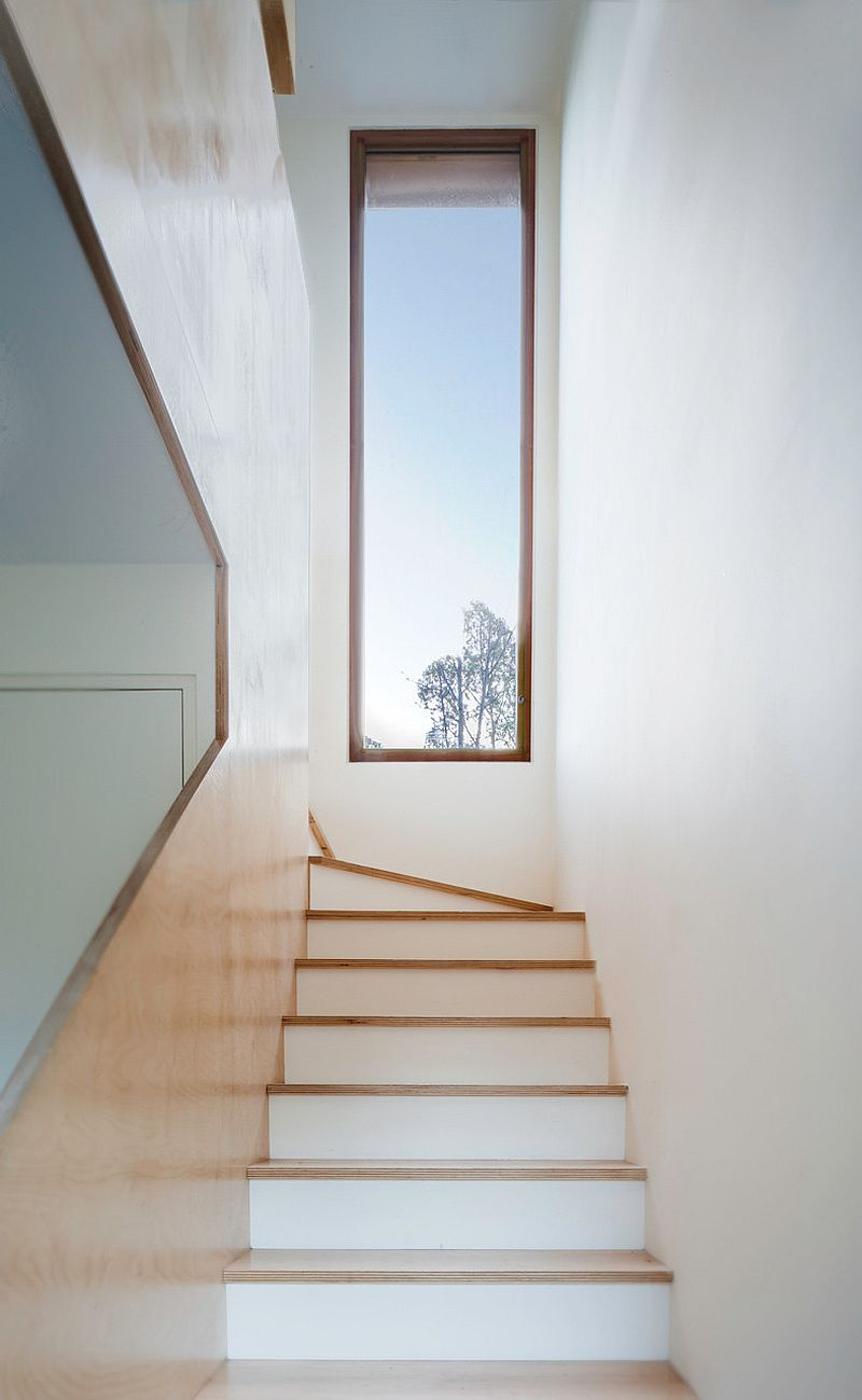 Natural-light-illuminates-the-stairway-of-the-house