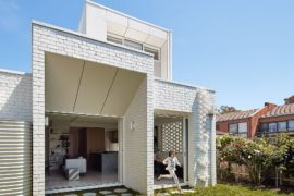 Eco-Centric Home Extension in Melbourne Drapes Itself with Beautiful Brick