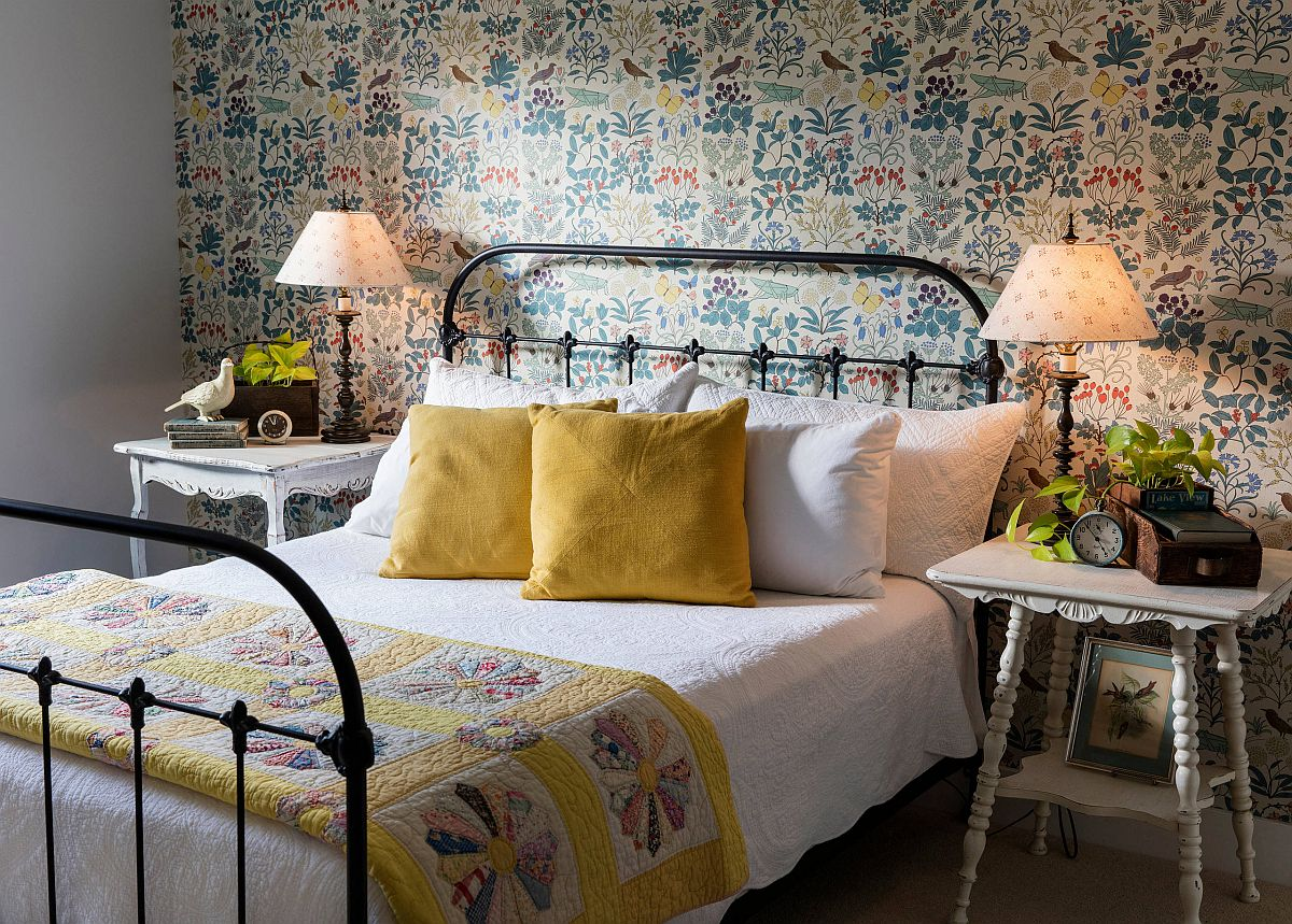 Perfect-little-wrought-iron-bed-for-the-farmhouse-style-bedroom