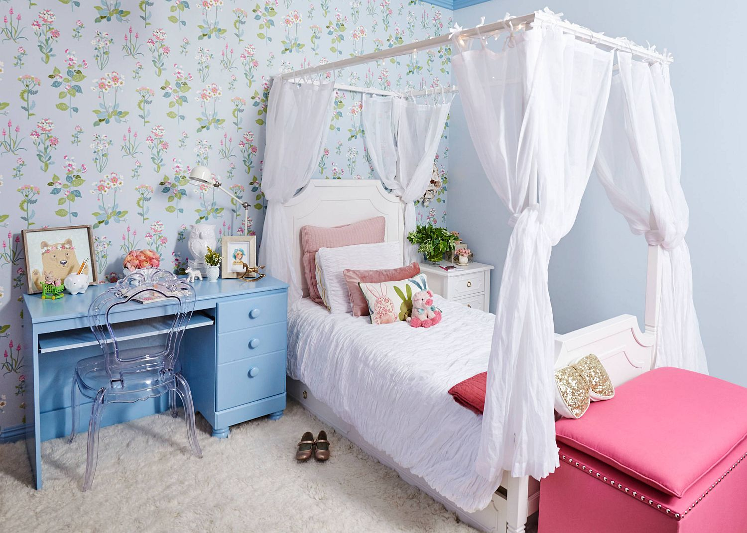 Picture-perfect shabby chic bedroom feels both modern and unique