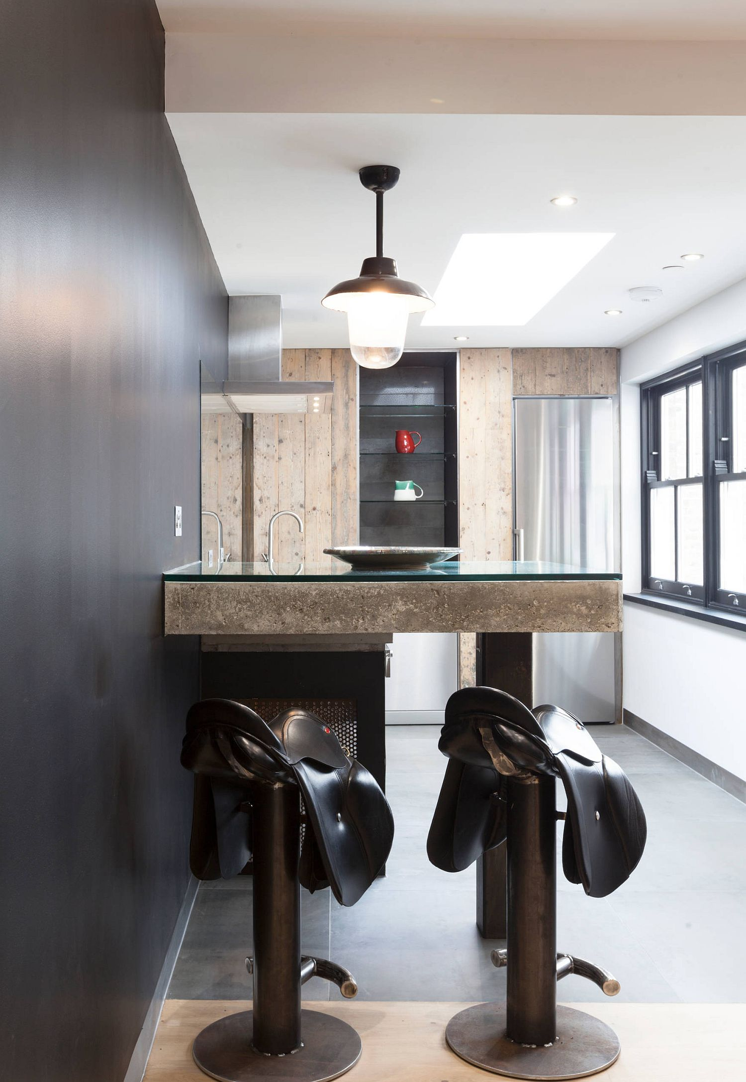 Saddle-bar-stools-for-those-who-adore-a-bit-of-cowboy-charm-in-the-kitchen