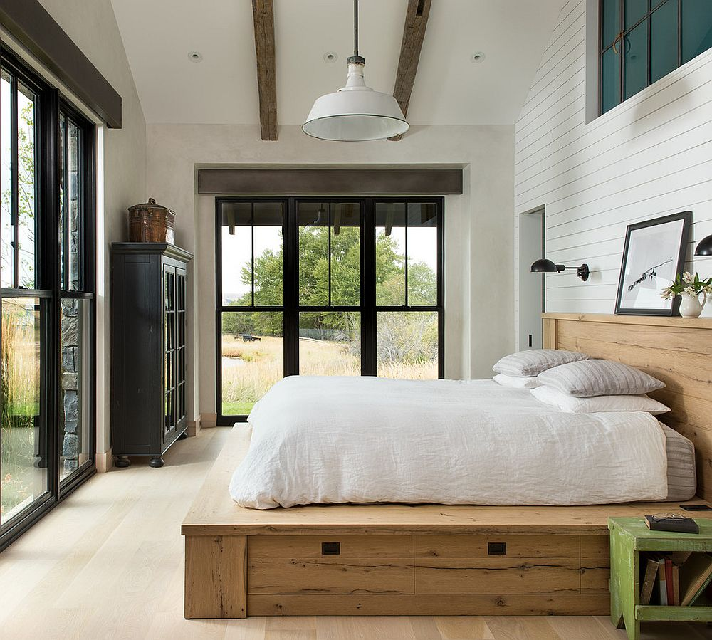 Simplicity of the ceiling beams lets them take a backseat to the more prominent features in the room